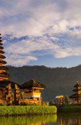 pura-ulun-danu-bratan-temple-in-bali-island-hindu--NPL5A2D